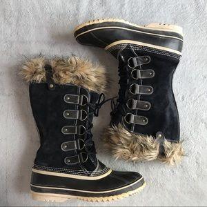 Sorel Joan of Arctic Fur Boot Suede Black Quarry